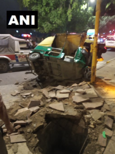 The truck first hit the divider and then went on hitting autos and pedestrians standing near the footpath.