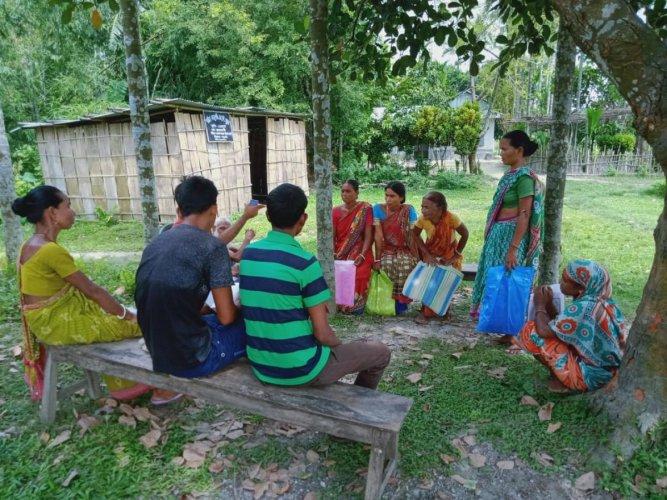 Excluded applicants belonging to Hindu Bengalis and Koch Rajbongshis at No 1 Bajugaon village in Kokrajhar district on Monday. Photo by Mojammal Hoque
