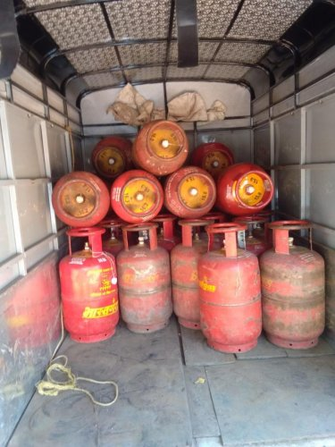 LPG, Kerosene Dealers and Petrol dealers till now had to renewal their license every year or every three years. (DH File Photo)