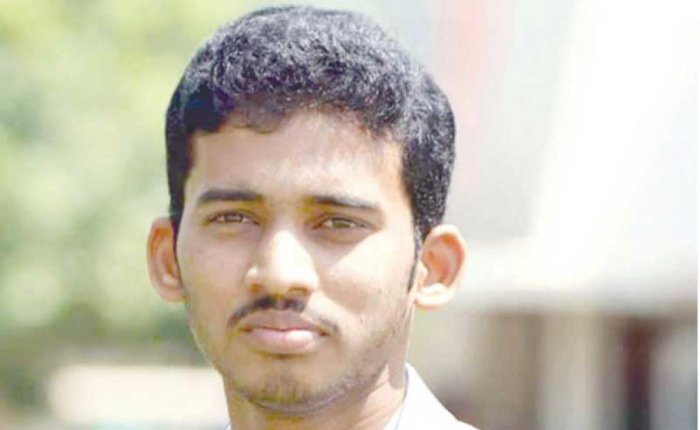One of the deceased has been identified as Ajay Kumar (23), a resident of Sripuram junction, Sindhanur, Raichur district.