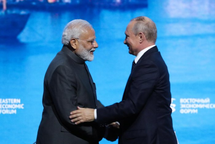 Indian Prime Minister Narendra Modi (L) shakes hands with Russian President Vladimir Putin at a plenary session of Eastern Economic Forum at the far-eastern Russian port of Vladivostok on September 5, 2019. Photo/AFP