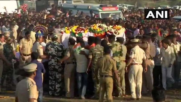 """Amidst slogans of """"Bharat Mata ki Jai"""", the two brave hearts from the Buldhana district of Maharashtra, who died in the Pulwama terror attack, were bid a tearful adieu on Saturday. (Image: ANI/Twitter)"""