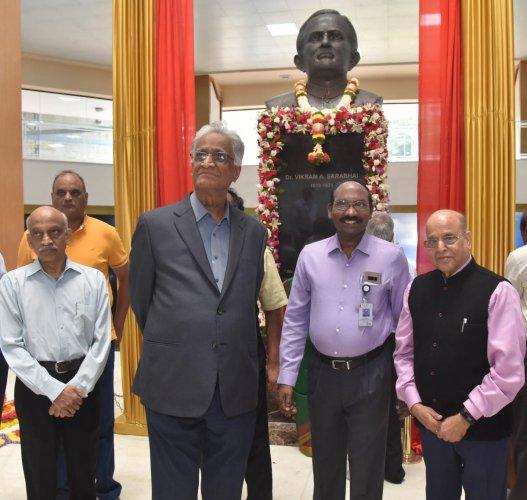 (From left) Former Isro chairman Dr A S Kiran Kumar, former director of URRSC R Aravamudan, Isro chairman Dr K Sivan and former Isro chairman and advisor K Kasturirangan during the unveiling of the bust of Dr Vikram A Sarabhai at the Isro Antariksh Bhavan in Bengaluru on Sunday. DH PHOTO