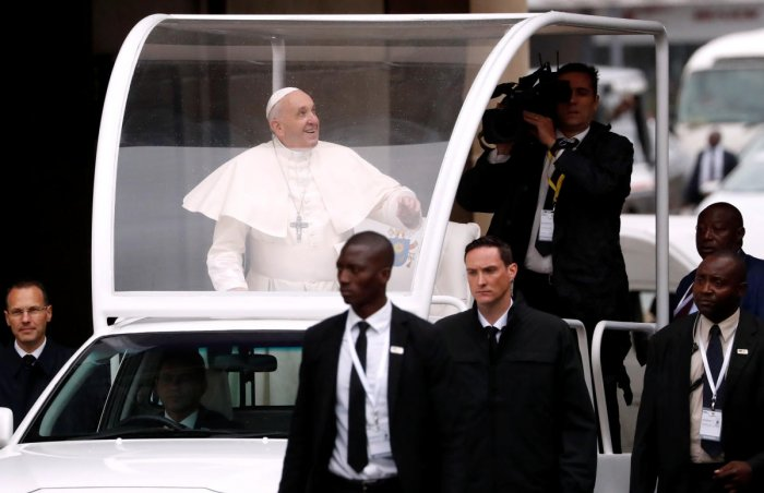Pope Francis looks up as he arrives for Holy Mass on a rainy day at Zimpeto stadium in Maputo, Mozambique. (Reuters Photo)