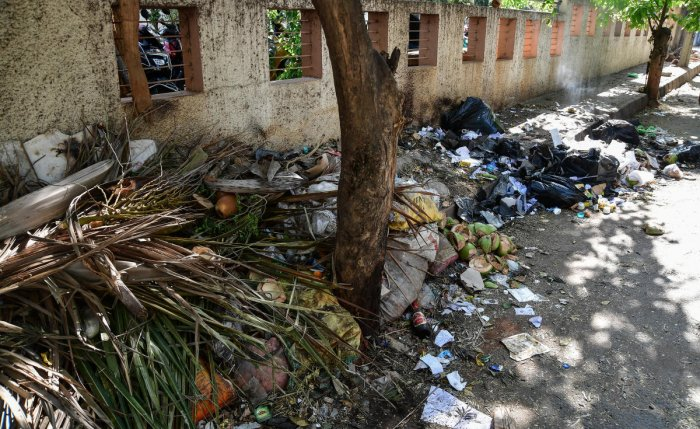 The chief minister has expressed unhappiness over the growing garbage crisis in the city . DH file photo