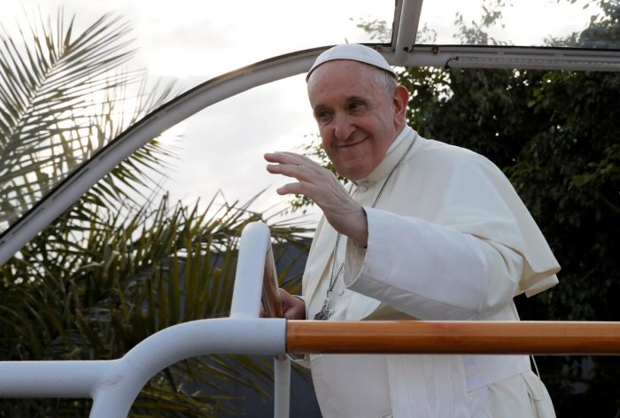 Pope Francis waves as he leaves Ivato International Airport after arriving for a three-day visit, in Antananarivo, Madagascar. (Reuters Photo)