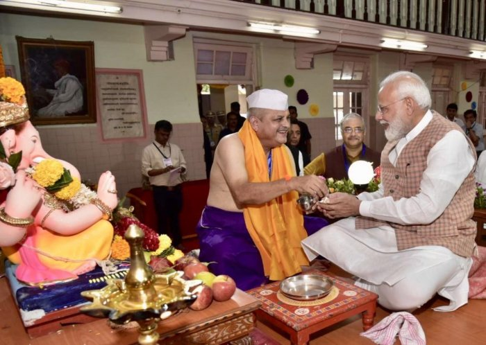 Prime minister Narendra Modi took darshans of Lord Ganesha. (DH Photo)