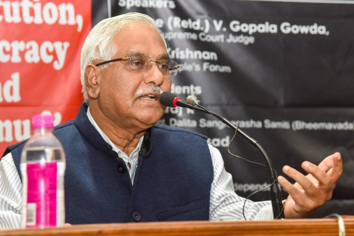 Justice V Gopala Gowda, retired Supreme Court Judge speaking at Constitution, Democracy, Jammu and Kashmir discussion programme organised by AIDWA, AIPF, AIPWA, CPI (ML)L, DSS, ESG Vimochana and other organisations at Jai Bhi Bhavan in Bengaluru on Sunday. Photo by S K Dinesh