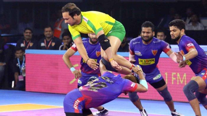 Manjit Chillar of Tamil Thalaivas tries to escape Dabang Delhi players. (DH Photo)
