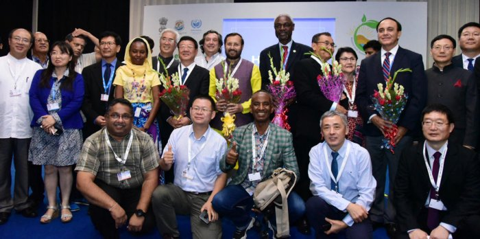 Union Minister Prakash Javadekar in a group photograph with the Administrator of National Forestry & Grassland Administration, China, Zhang Jianlong, at the 14th Conference of Parties COP 14 United Nations Convention to Combat Desertification, at Indi
