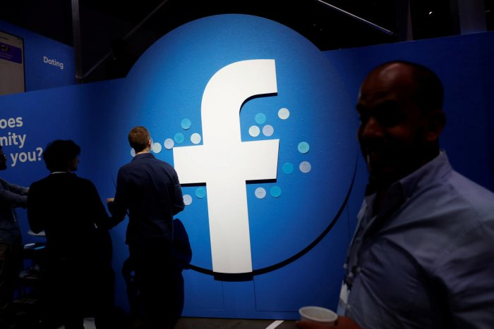 Attendees walk past a Facebook logo in San Jose, California, U.S. (Reuters Photo)