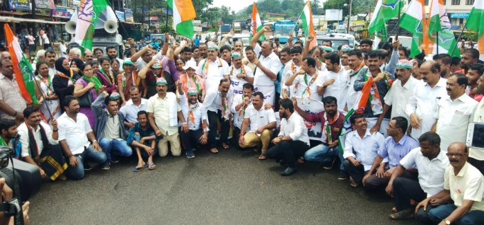Bantwal and Panemangalore Block Congress Committee members stage a protest against pathetic condition of National Highway at B C Road on Wednesday.