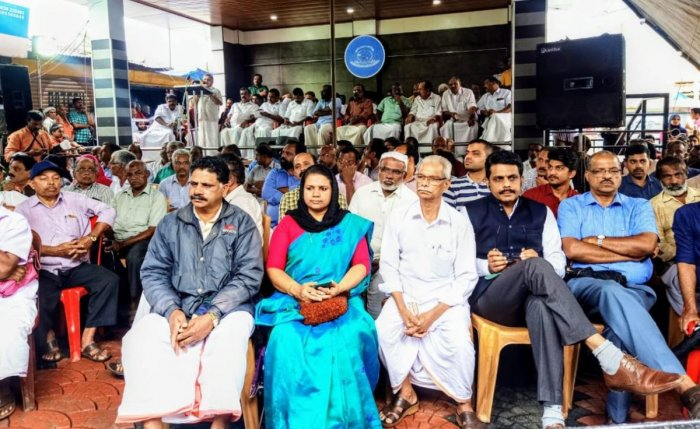 Participants in a protest meeting, led by Kerala MLAs M C Balakrishnan (Sulthan Bathery) and C K Saseendran (Kalpetta), against the regulation of traffic in Bandipur forests, recently. Photo by special arrangement