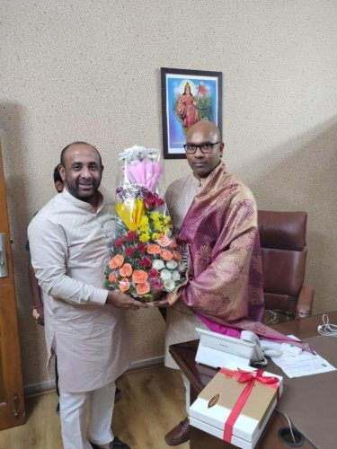 Mohammed Shakil Aamir (L) with Dharmapuri Aravind.