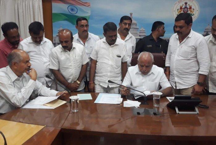 Elected representatives and members of Madikeri Dasara Committee submit a memorandum to Chief Minister B S Yediyurappa, seeking grant for Madikeri Dasara.
