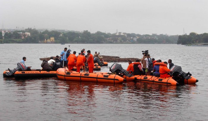 State Disaster Emergency Response Force (SDERF) personnel during a search and rescue operation after a boat capsized in the Lower Lake, in Bhopal. (PTI Photo)
