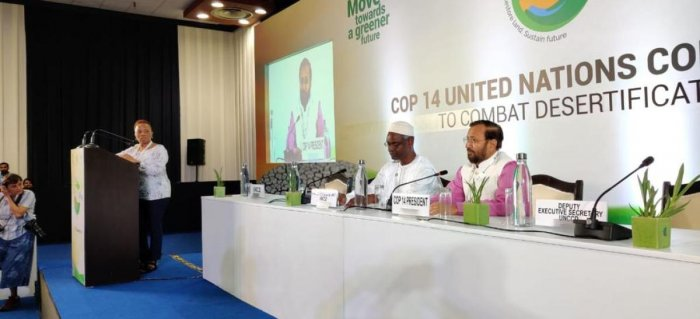 Union Minister of Environment Prakash Javdekar and President COP14 addressing a press conference following the COP's 14th session./Twitter