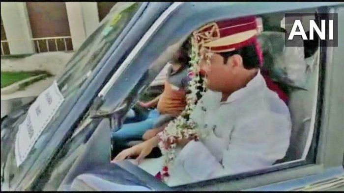 Feroz Khan put on the attire of a groom and left for Rampur in a car decorated with flowers.His supporters, dressedaswedding guests, accompanied him in other vehicles.