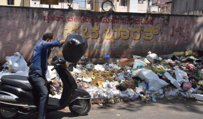 The BBMP has posted marshals in 174 wards to prevent people from throwing waste in public places. Dh File photo