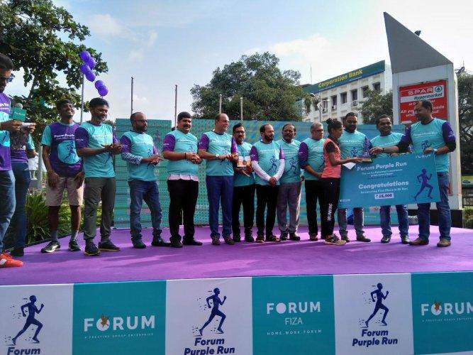 Harshitha receives award for winning 5-km run organised to create awareness on Alzheimer's in Mangaluru.