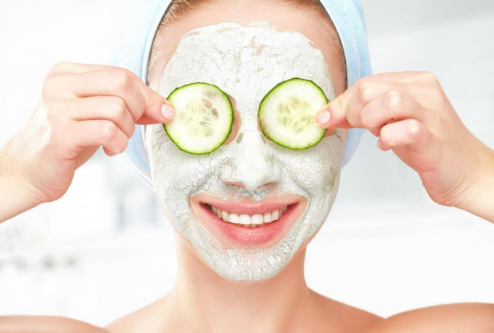 Cleanse your face regularly during monsoon.