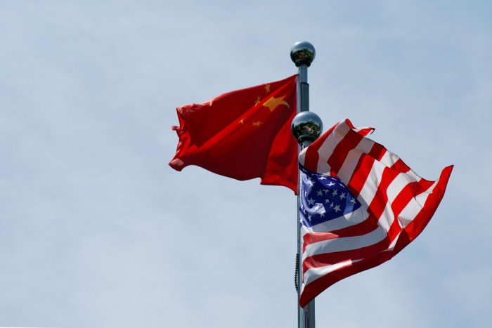 Chinese and U.S. flags flutter near The Bund, before U.S. trade delegation meet their Chinese counterparts for talks in Shanghai, China. (Photo by Reuters)