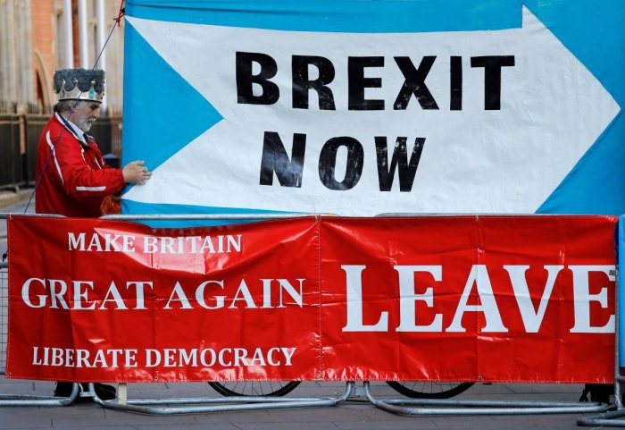 "A pro-Brexit demonstrator stands with a ""Brexit Now"" and ""Make Britain Great Again"" banner outside the Supreme Court in central London, on the second day of the hearing into the decision by the government to prorogue parliament on September 18, 2019. Phot"