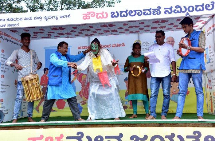 Artistes present the skit 'Swacchameva Jayathe' as a part of the 'Grameena Kala Jatha' flagged off on the Zilla Panchayat premises in Mangaluru.