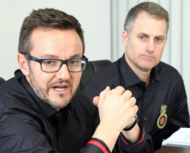Newly appointed RCB Director of Cricket Operations Mike Hesson (left) and head coach Simon Katich during an interaction in Bengaluru on Thursday. DH PHOTO/ SRIKANTA SHARMA S