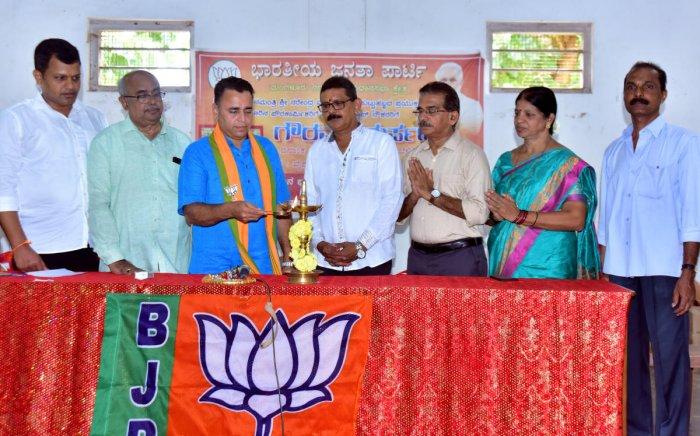 BJP National Secretary Sunil V Deodhar inaugurates a programme at the Vysha Education Society near PVS Circle in Mangaluru on Thursday, on the occasion of Prime Minister Narendra Modi's birthday.