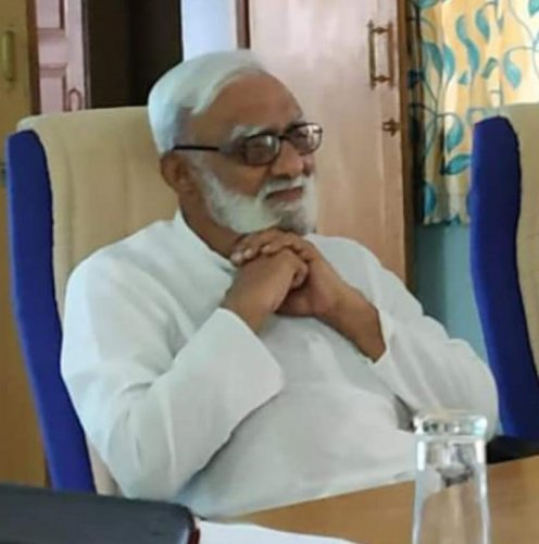 Delivering a lecture on the 'current economic downfall- causes impacts and remedies' at the Mahatma Gandhi Mission campus here in Maharashtra on Saturday, Desarda said in 2013