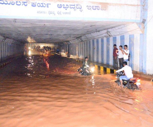 Motorists navigate through the flooded Shettihalli Underpass in Tumakuru on Monday. The city witnessed heavy showers since Sunday night.