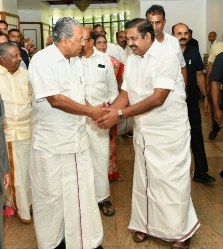 Kerala CM Pinarayi Vijayan welcomes Tamilnadu counterpart Edappadi K Palaniswami to talks on Parambikulam- Aliyar water agreement in Thiruvananthapuram on Wednesday.