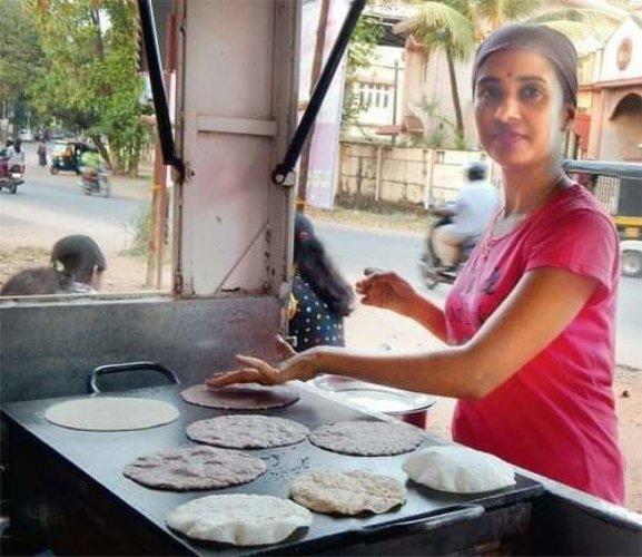 Shilpa at Halli Mane Rotti