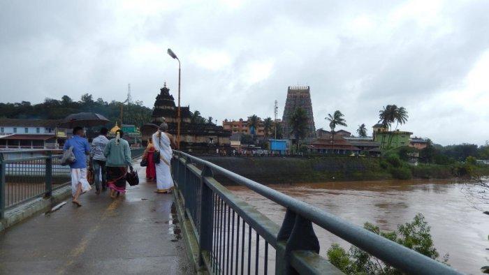 The bridge across River Tunga
