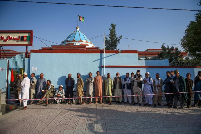 Men queue to cast their vote at a polling station in Mazar-i-Sharif on September 28, 2019. Photo/AFP