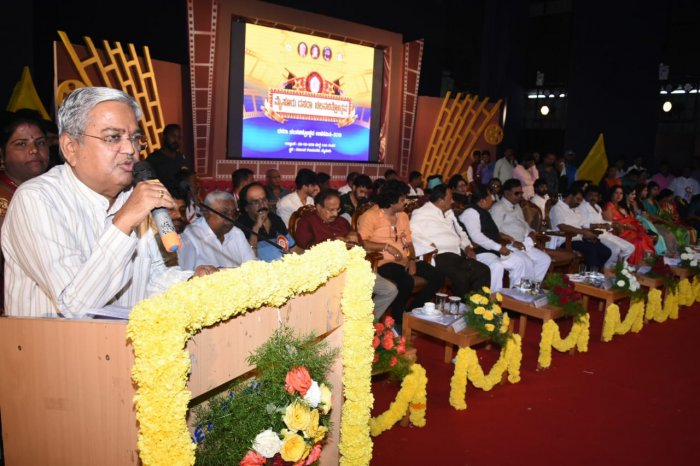 DCM Govinda M Karjol addressees the gathering of inaugural ceremony of Dasara Film Festival, at Kalamandir, in Mysuru, on Sunday. (DH Photo)