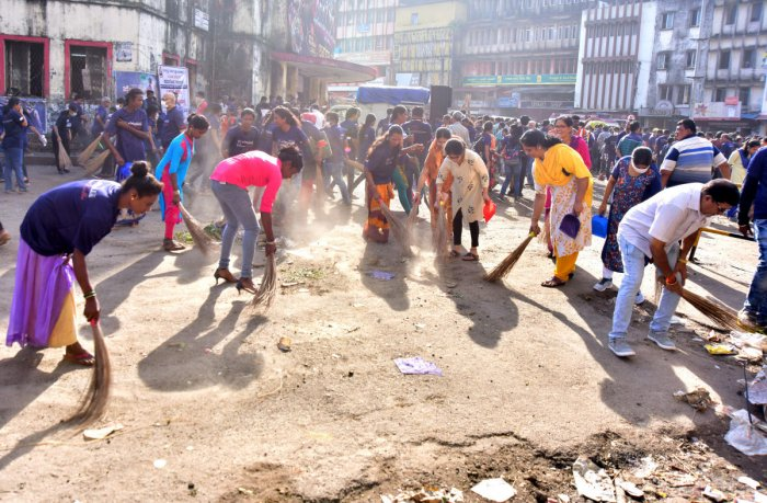 Volunteers clean Central Market area in Mangaluru as a part of the massive cleanliness drive by Ramakrishna Mutt.