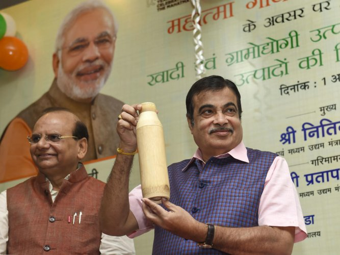 Union Minister for MSME Nitin Gadkari with KVIC chairman Vinai Kumar Saxena unveils Khadi & Village Industries' bamboo bottles during the inauguration of KVIC's special sales campaign and new products, in New Delhi, Tuesday, Oct. 1, 2019. Photo/PTI