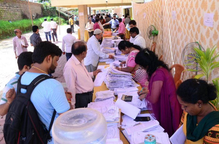 Traders submitting applications at the trade license adalat organised at Mangaluru City Corporation in Mangaluru on Tuesday.