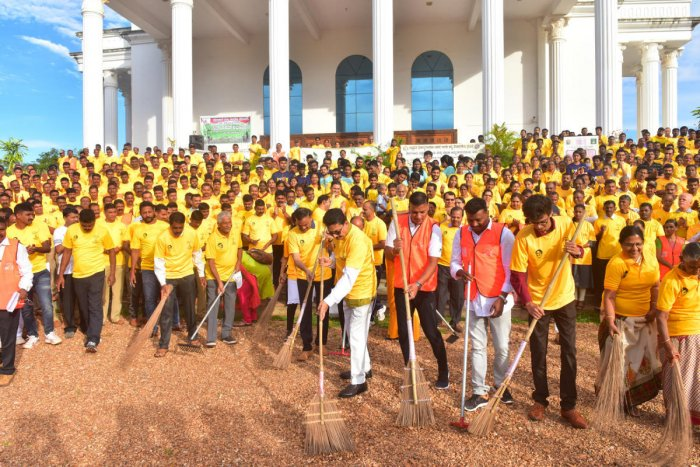 Cleanliness drive was initiated infront of Mangala auditorium in Mangalore University campus, Mangalagangothri on Wednesday.