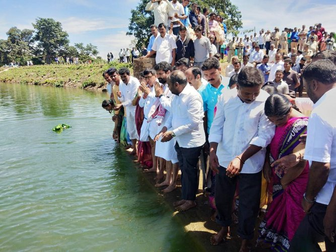 District In-charge Minister C T Ravi offers Baagina at Ayyanakere on Wednesday.