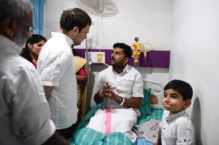 Gandhi visited the five youths sitting on a relay hunger strike for 10 days against the night traffic ban on National Highway 766 that passes through the Bandipur Tiger reserve. Photo/Twitter (Rahul Gandhi)
