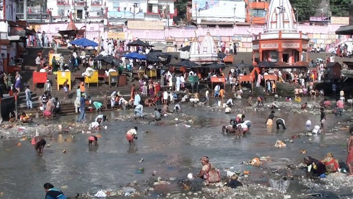 Every year around this time, the Ganga canal is closed by the UP irrigation department and during the time of the closure, various social organisations and academic institutions also engage themselves in cleaning the river bed. Photo/Wikimedia Commons