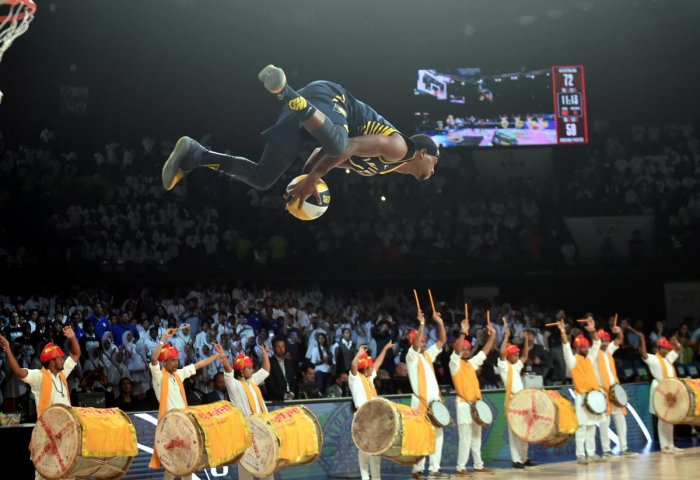 Indiana Pacers player T J Warren performs a stunt in action during the NBA India Games 2019 in Mumbai on Oct 4, 2019. (PTI Photo)