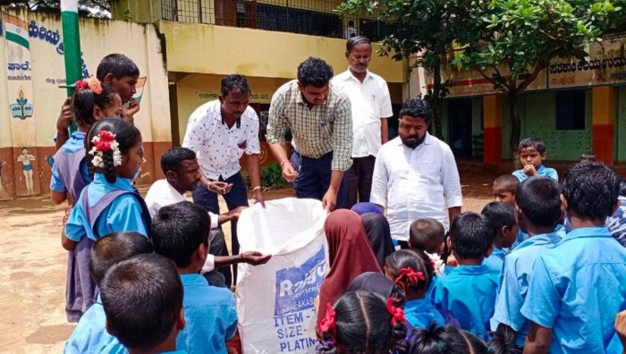 With chlldren's help, Shivappa Bidanal (first man from the right) ensured that Anchatgeri has become a plastic-free village