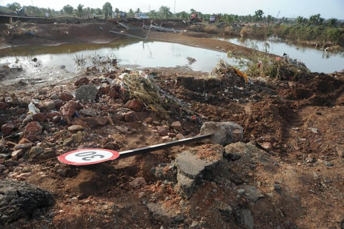 Floods washed away roads at Konnur village in Naragund Taluk of Gadag district which disrupted traffic on the national highway.   DH Photo: Pushkar V