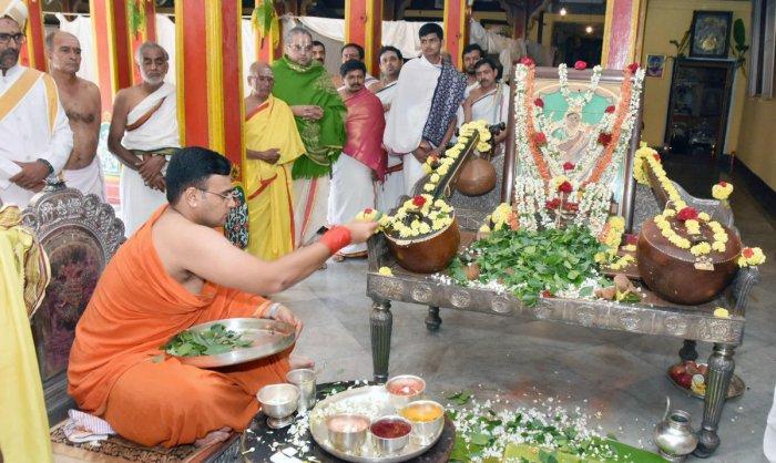 Yaduveer Krishnadatta Chamaraja Wadiyar offers Saraswathi Puja at Kannadi Thotti of the Mysuru Palace, in Mysuru, on Saturday.