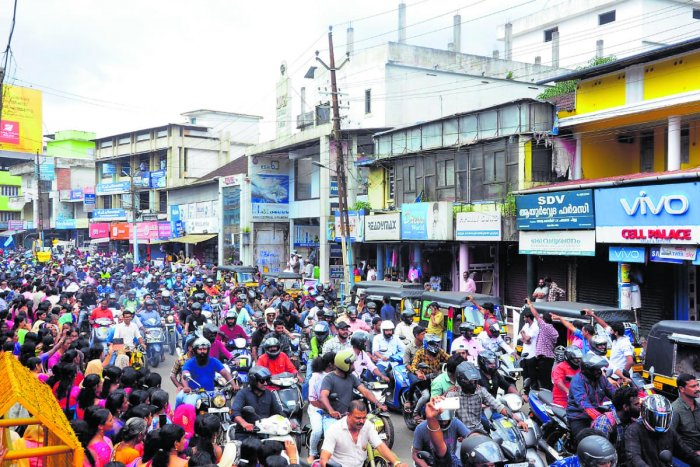 A two-wheeler rally is taken out from Kozhikode to Wayanad on Sunday to express solidarity with the stir against Bandipura traffic restriction.