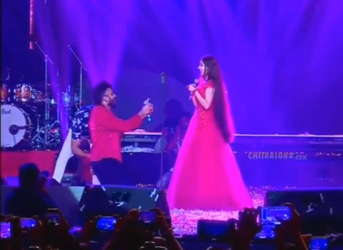 Kannada rapper Chandan Shetty proposed to Niveditha Gowda on the stage of the Yuva Dasara recently.